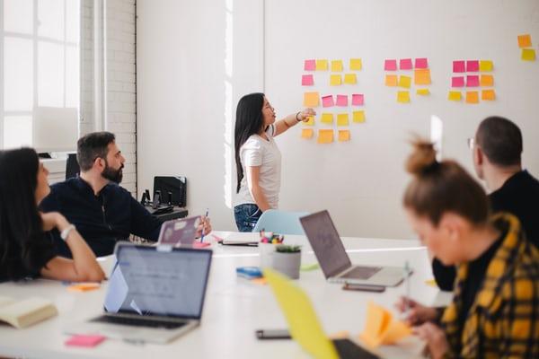 Weiterbildung hilft bei der Mitarbeiterbindung – ist das wirklich so einfach?